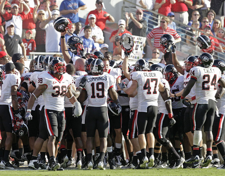 043abbe18cd 091031 -Jacksonville - UGA tries to get pumped up after the field goal in  the